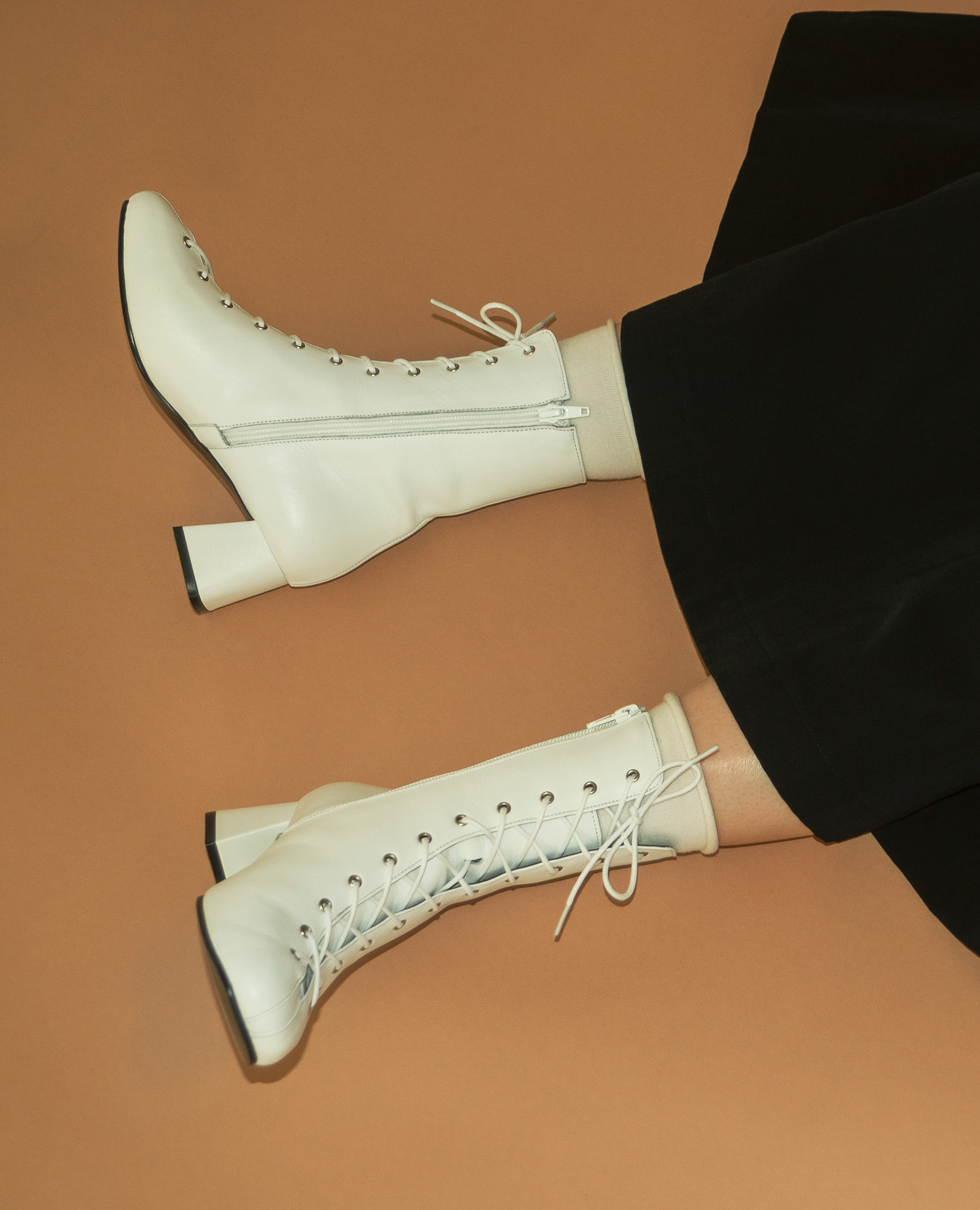 Squared Toe Lace-up boots | White